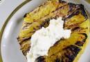 Grillitud ananass toorjuustukreemiga
